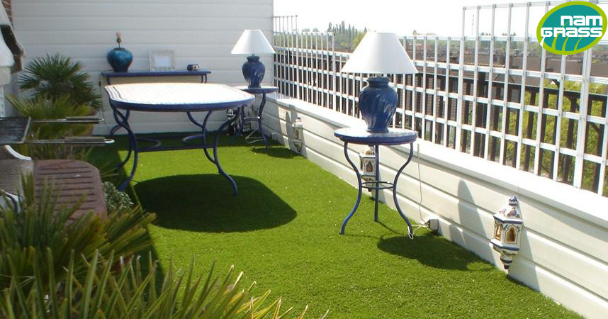 gazon synth tique balcons cie. Black Bedroom Furniture Sets. Home Design Ideas